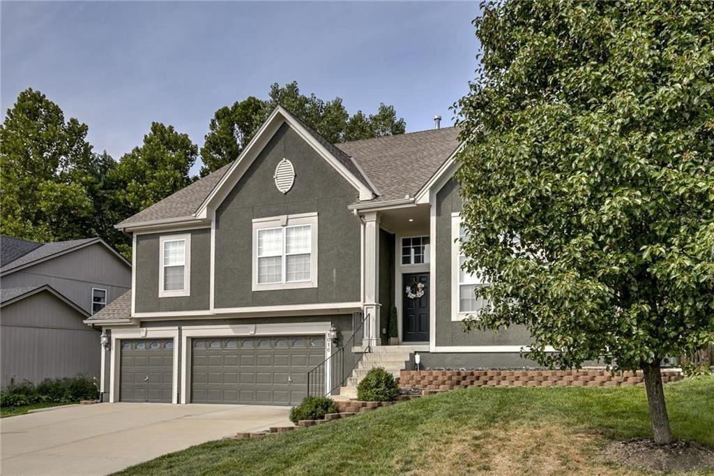 Photo of 1016 Redwood Lane, Liberty, MO 64068 (MLS # 2243011)