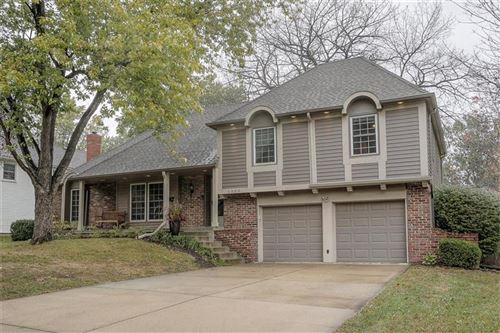 Photo of 6300 W 101 Terrace, Overland Park, KS 66212 (MLS # 2248019)