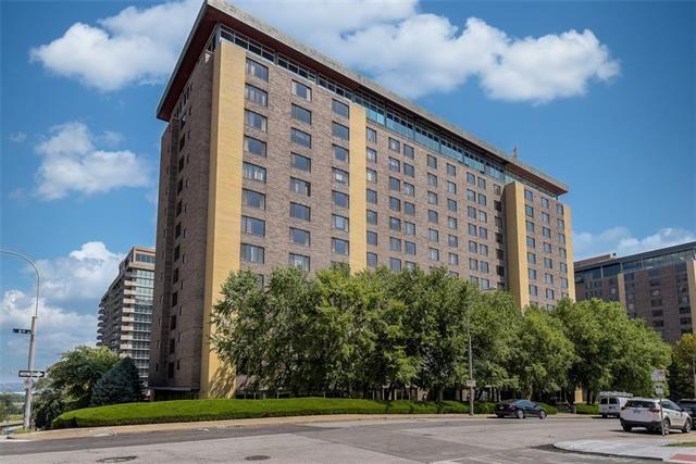 Photo for 600 E 8th Street #4F, Kansas City, MO 64106 (MLS # 2350023)