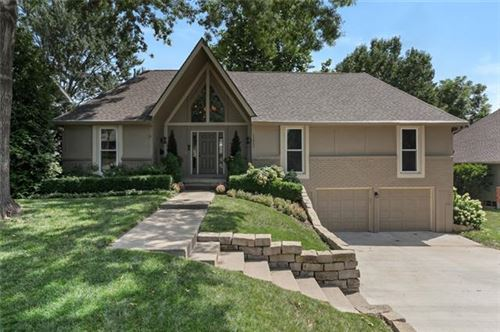 Photo of 11807 W 99th Place, Overland Park, KS 66214 (MLS # 2337030)