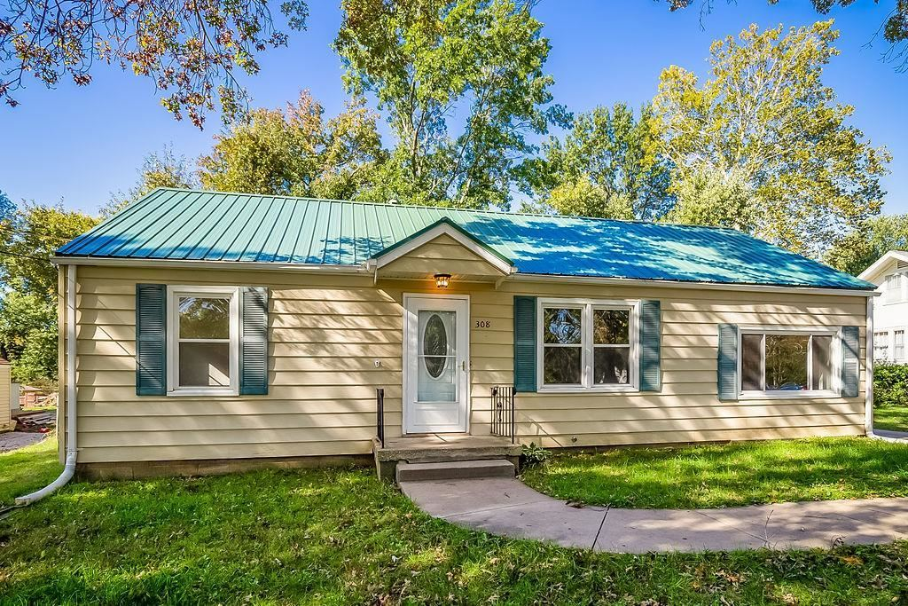 Photo for 308 Campbell Drive, Liberty, MO 64068 (MLS # 2195036)