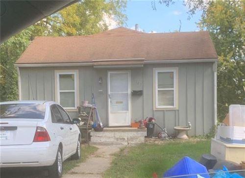 Photo of 8127 Montgall Avenue, Kansas City, MO 64132 (MLS # 2259038)