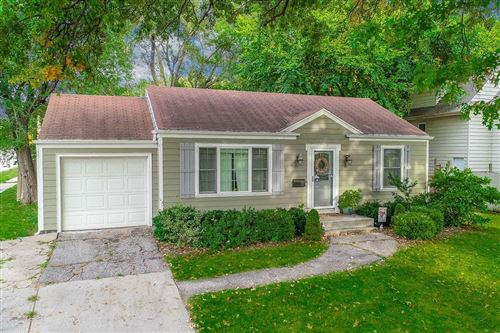 Photo of 7501 Newton Street, Overland Park, KS 66204 (MLS # 2244039)