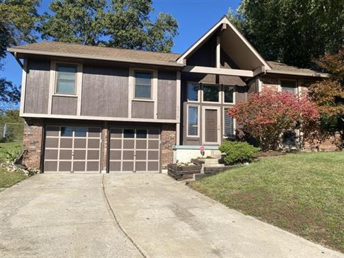 Photo of 2316 S Viking Drive, Independence, MO 64057 (MLS # 2351061)