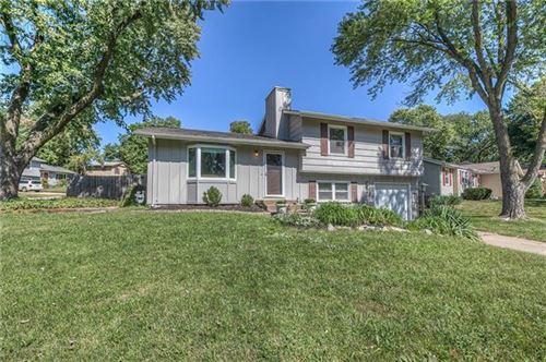 Photo of 8810 W 90th Terrace, Overland Park, KS 66212 (MLS # 2347069)