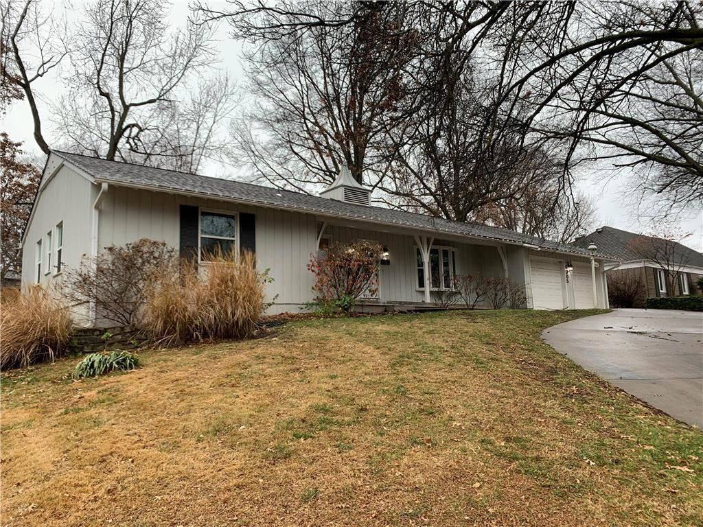 Photo of 6005 W 79th Street, Prairie Village, KS 66208 (MLS # 2254084)
