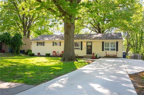 Photo of 7148 Santa Fe Drive, Overland Park, KS 66204 (MLS # 2320095)