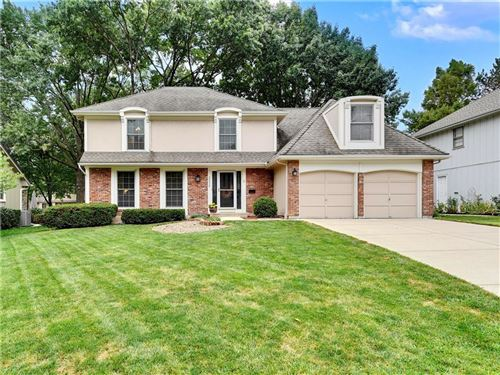 Photo of 10020 Perry Drive, Overland Park, KS 66212 (MLS # 2241132)