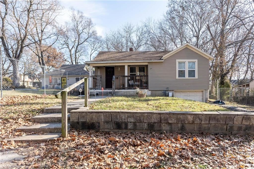 Photo for 7209 Bales Avenue, Kansas City, MO 64132 (MLS # 2199147)
