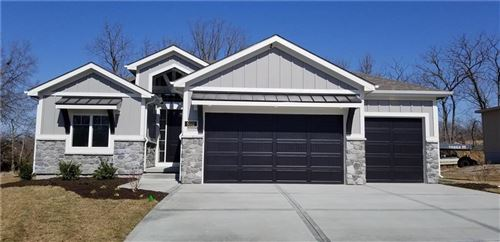 Photo of 14862 Thousand Oaks Place, Parkville, MO 64152 (MLS # 2222161)
