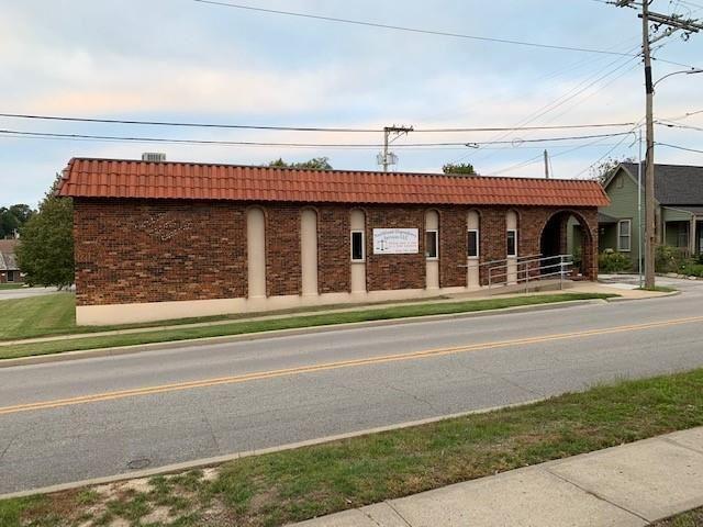 Photo of 26 S Gallatin Street, Liberty, MO 64068 (MLS # 2310167)