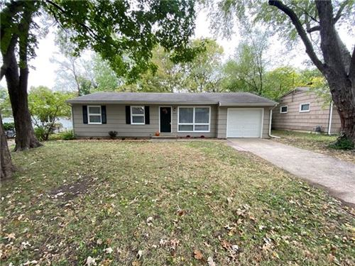 Photo of 2015 Clifton Court, Lawrence, KS 66046 (MLS # 2352208)