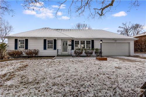 Photo of 806 NW Hearnes Avenue, Blue Springs, MO 64015 (MLS # 2204210)