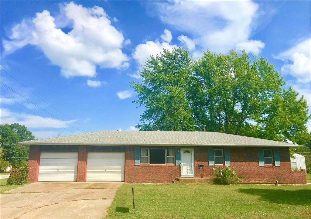 Photo for 532 N Cedar Street, Garnett, KS 66032 (MLS # 2188240)