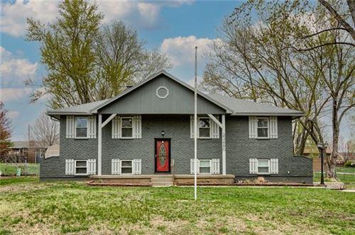 Photo of 23690 W 56th Street, Shawnee, KS 66226 (MLS # 2314241)