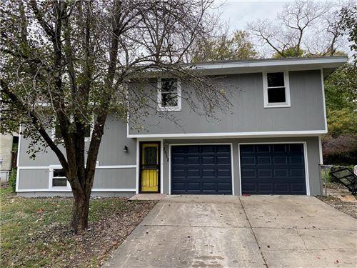 Photo of 3512 NE Antioch Road, Kansas City, MO 64117 (MLS # 2250244)