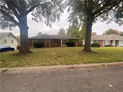 Photo of 11820 E 61st Street, Kansas City, MO 64133 (MLS # 2352262)