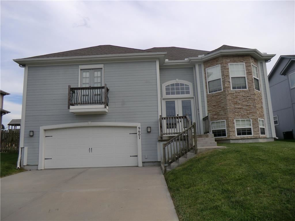Photo for 9607 N Adrian Place, Kansas City, MO 64154 (MLS # 2188263)