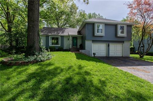 Photo of 9801 Roe Avenue, Overland Park, KS 66207 (MLS # 2321267)