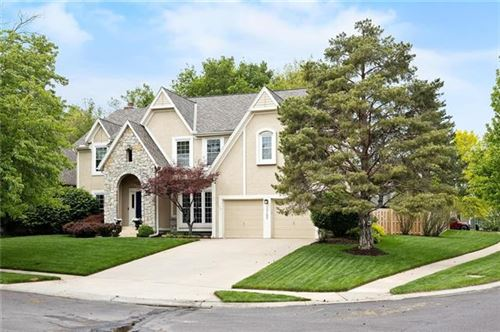 Photo of 13102 Slater Street, Overland Park, KS 66213 (MLS # 2321273)