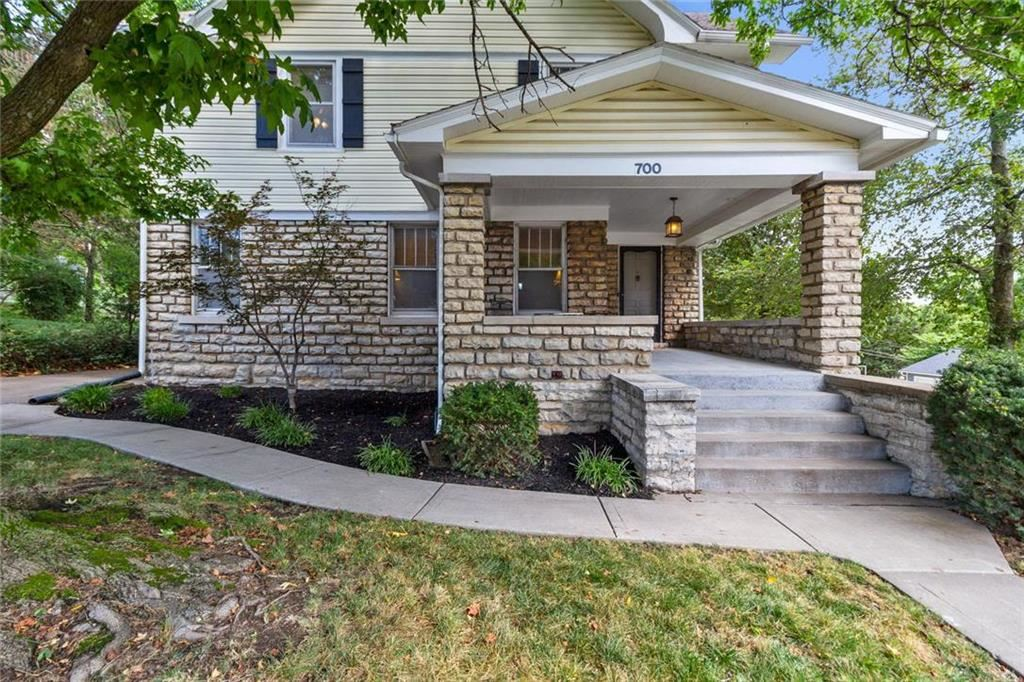 Photo of 700 W College Street, Liberty, MO 64068 (MLS # 2177285)