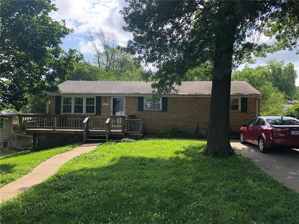 Photo for 5135 N Beacon Avenue, Kansas City, MO 64119 (MLS # 2176313)