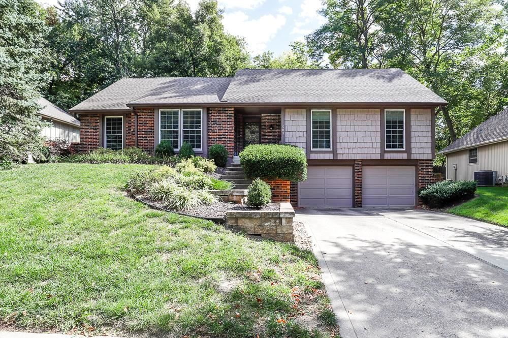 Photo of 501 N Clayview Drive, Liberty, MO 64068 (MLS # 2244333)