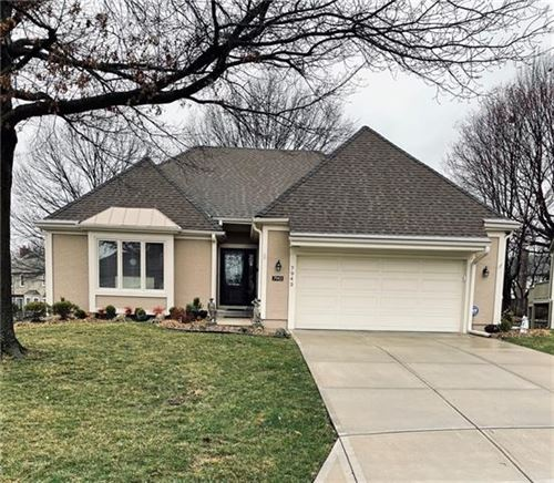 Photo of 7943 W 118th Place, Overland Park, KS 66210 (MLS # 2309334)