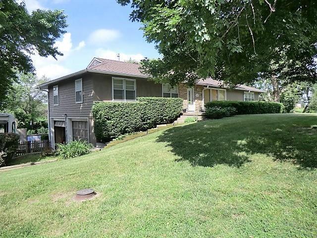 Photo of 1342 Lake Road, Liberty, MO 64068 (MLS # 2326343)