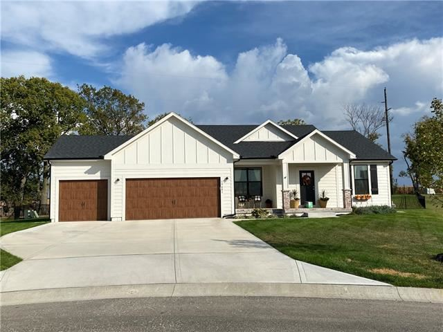 Photo for 19708 W 198th Court, Spring Hill, KS 66083 (MLS # 2321365)