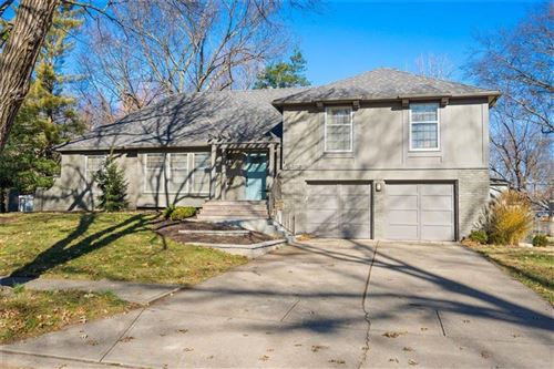 Photo of 6408 W 101st Place, Overland Park, KS 66212 (MLS # 2254392)