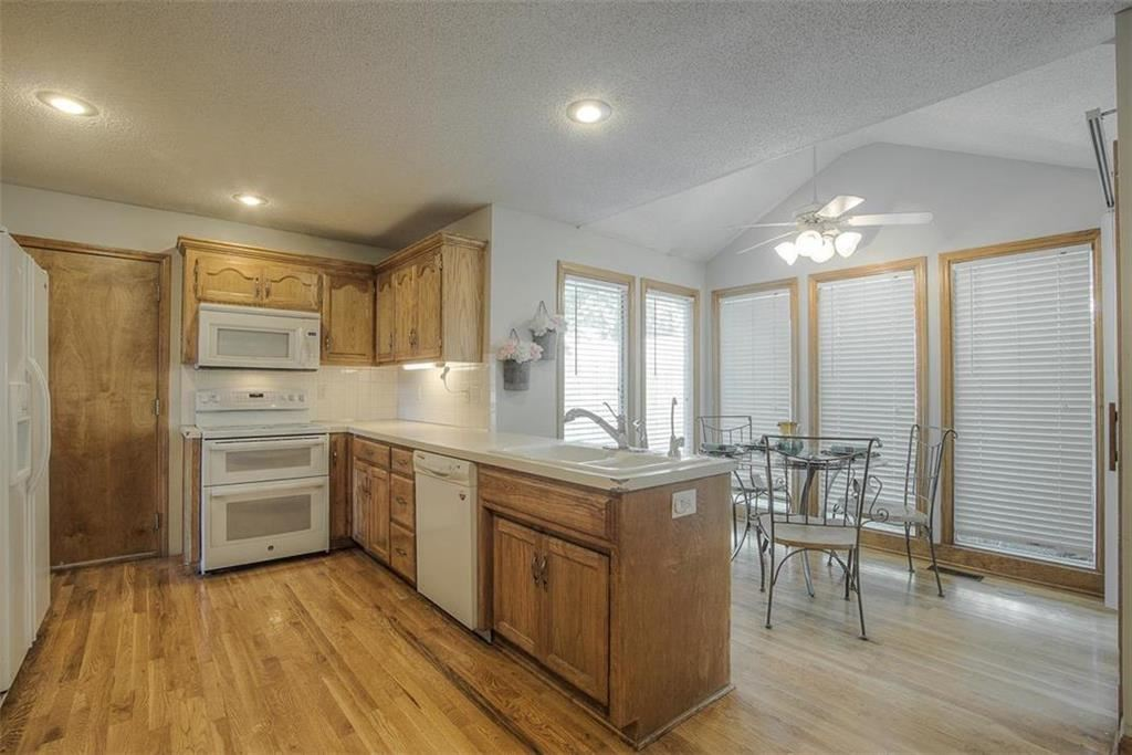 Photo of 904 Paw Paw Lane, Liberty, MO 64068 (MLS # 2238398)