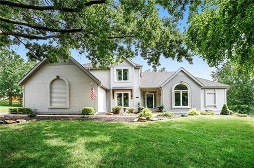 Photo of 8021 NW Lakeview Drive, Parkville, MO 64152 (MLS # 2332404)