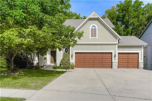 Photo of 4644 Roberts Street, Shawnee, KS 66226 (MLS # 2245415)