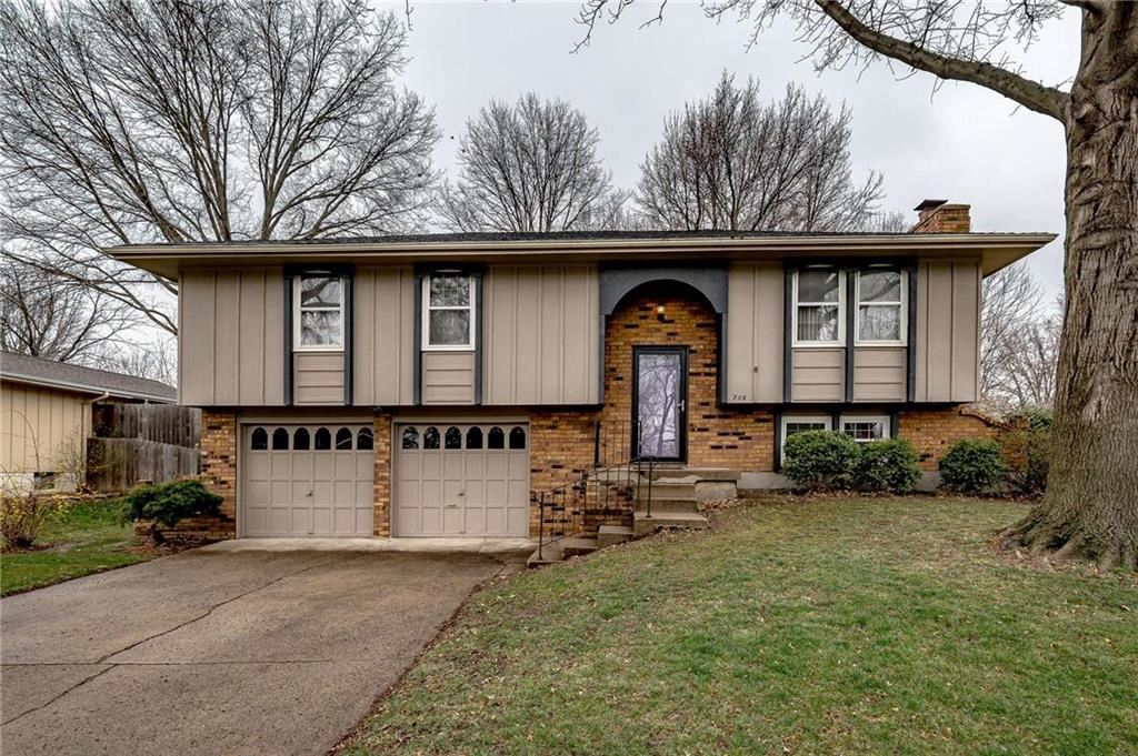 Photo for 708 NE 80th Terrace, Kansas City, MO 64118 (MLS # 2213415)