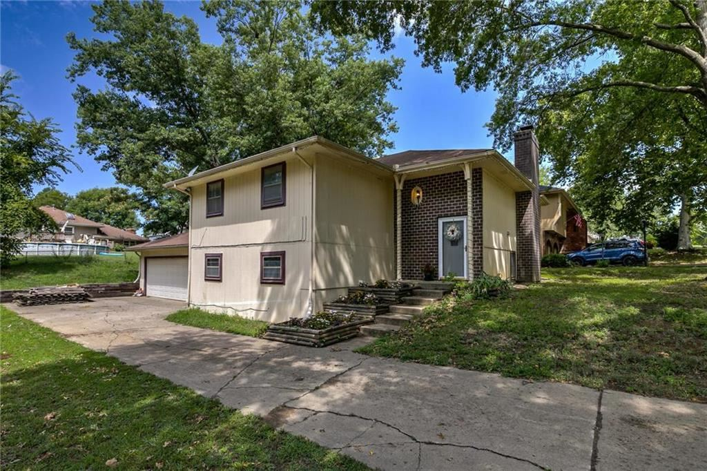 Photo for 1214 Michele Drive, Excelsior Springs, MO 64024 (MLS # 2183426)