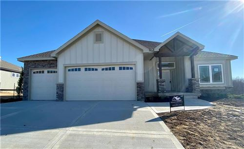 Photo of 14665 N Thousand Oaks Place, Parkville, MO 64152 (MLS # 2254437)