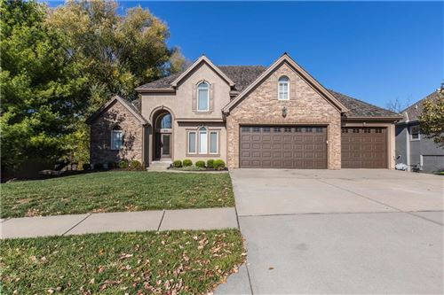 Photo of 8004 Clearwater Drive, Parkville, MO 64152 (MLS # 2251506)