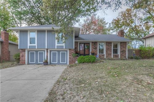 Photo of 8442 Valley View Drive, Overland Park, KS 66212 (MLS # 2249523)