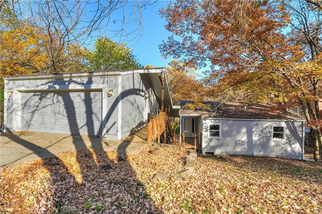 Photo for 7111 N Belleview Avenue, Kansas City, MO 64118 (MLS # 2195550)