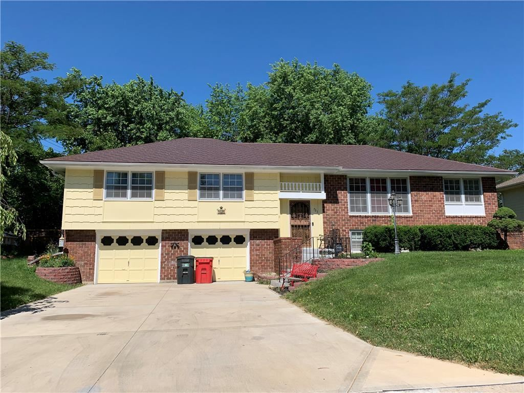 Photo for 701 NW 12th Street, Blue Springs, MO 64015 (MLS # 2165552)