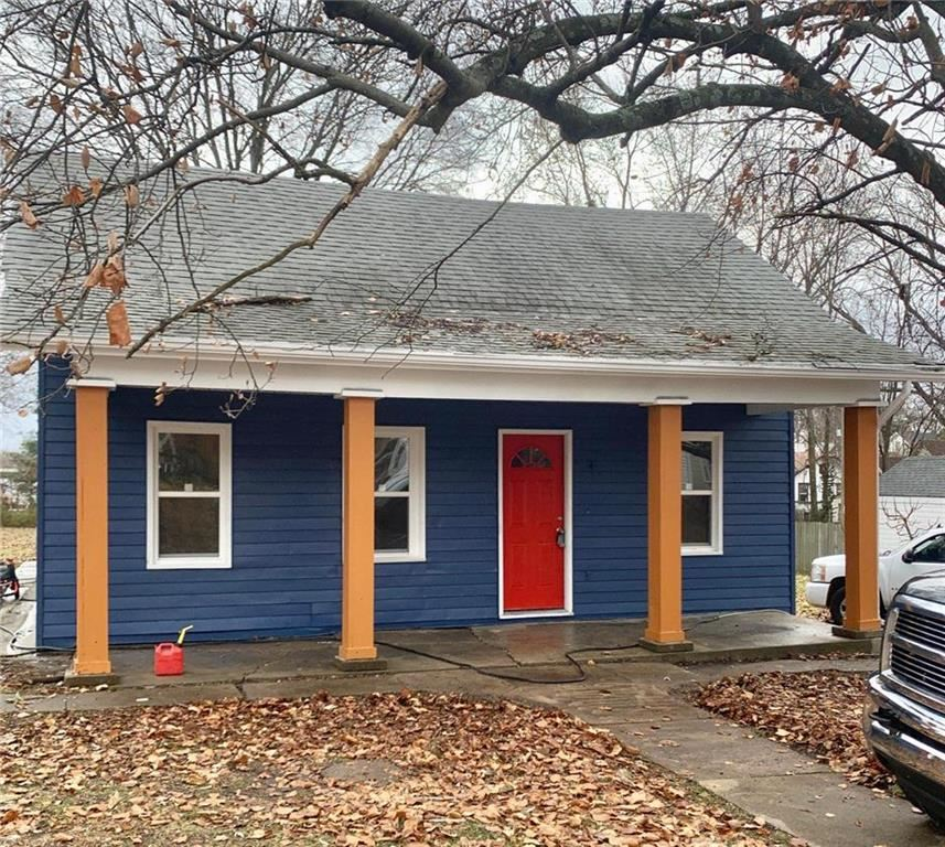 Photo for 321 Choctaw Street, Liberty, MO 64068 (MLS # 2198554)