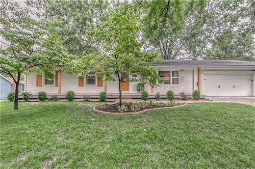 Photo of 3601 W 98th Street, Overland Park, KS 66206 (MLS # 2242558)