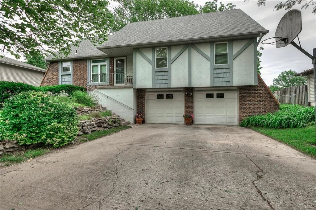 Photo for 8621 N Campbell Street, Kansas City, MO 64155 (MLS # 2170576)