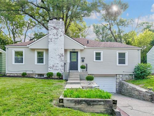Photo of 8831 Maiden Lane, Kansas City, MO 64114 (MLS # 2243580)