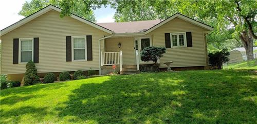 Photo of 2013 SE Manor Place, Blue Springs, MO 64014 (MLS # 2204592)