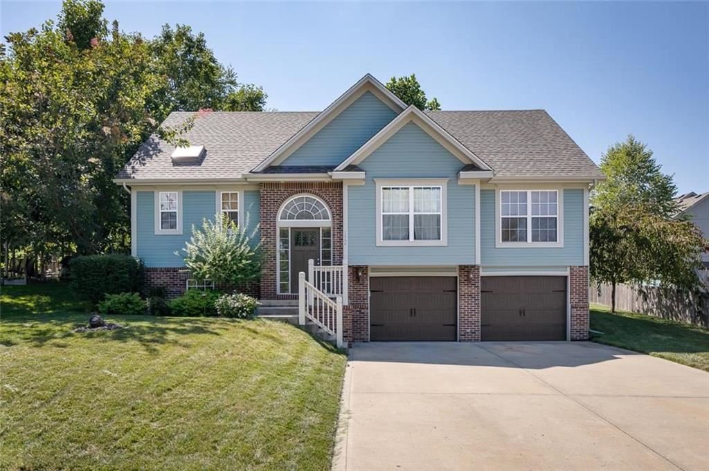 Photo for 1664 Buckingham Drive, Liberty, MO 64068 (MLS # 2182594)