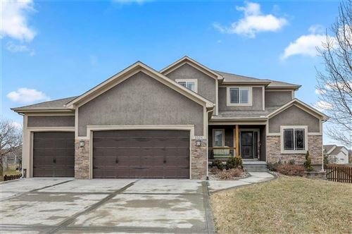 Photo of 1004 SW Whistle Drive, Lees Summit, MO 64082 (MLS # 2207598)