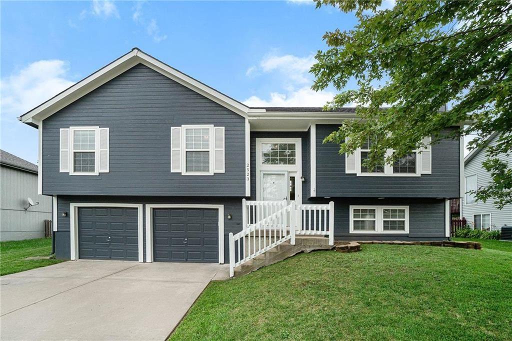 Photo for 2523 N 109th Terrace, Kansas City, KS 66109 (MLS # 2231600)