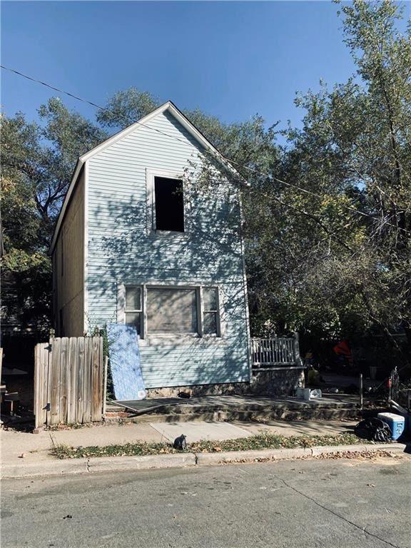 Photo for 2315 Belleview Avenue, Kansas City, MO 64108 (MLS # 2248603)